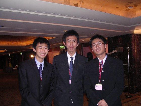 (左至右) 賢明、義雄、哲慶