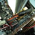 @E8400,24pin 電源線會碰到散熱鰭... 主機板 P5QL-E 設計上的缺點