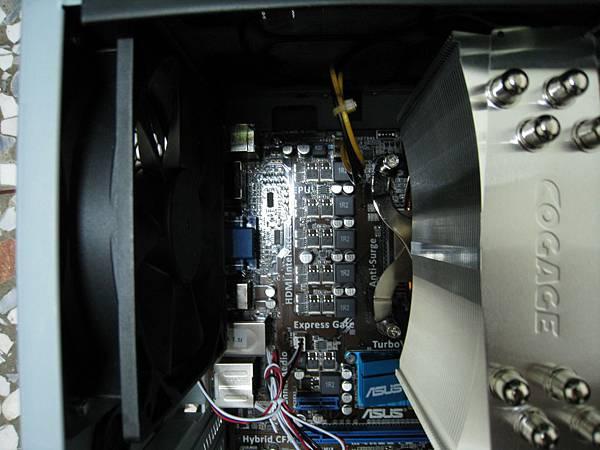 @X635,風向由散熱片吹給後方機殼抽風扇 (右至左)
