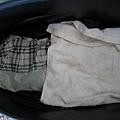塑膠袋內為兩件式雨衣