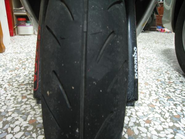 現場16-輪胎痕跡偏左