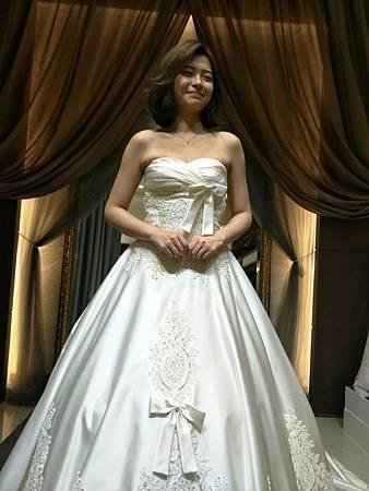 手工婚紗推薦與禮服出租