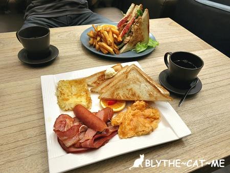 eating time.JPG