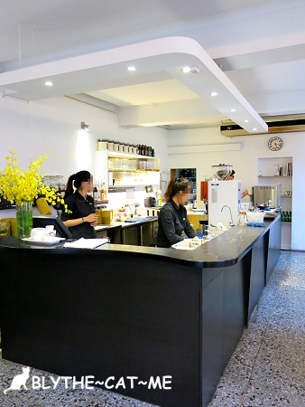 R9 CAFE (2).JPG