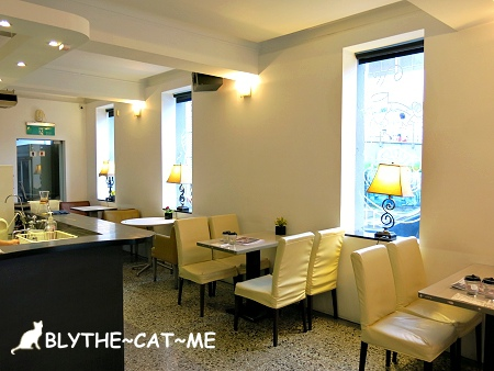 R9 CAFE (3).JPG
