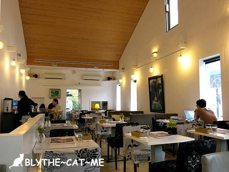 R9 CAFE (4).JPG
