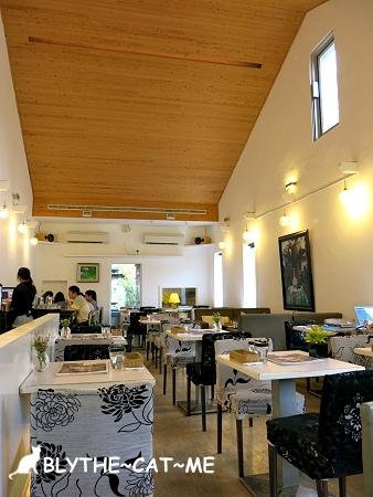 R9 CAFE (5).JPG