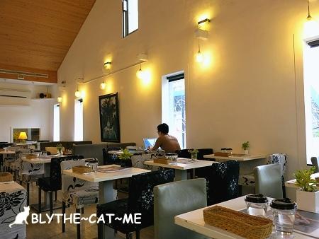 R9 CAFE (6).JPG