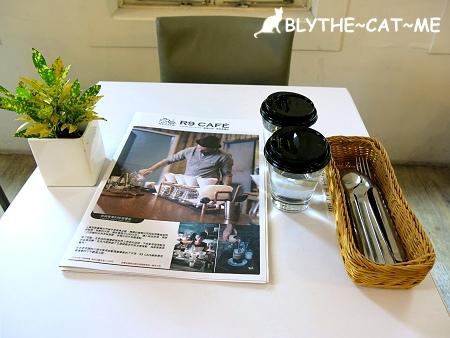 R9 CAFE (9).JPG