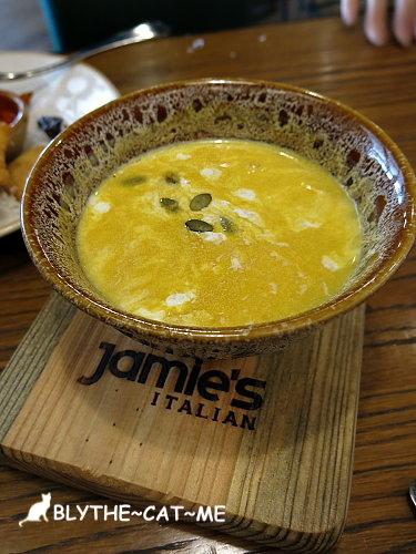 Jamie's (19).JPG