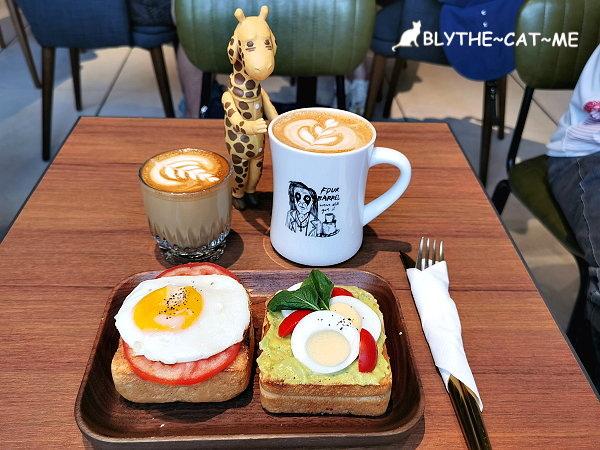 Valencia Cafe (1).jpg