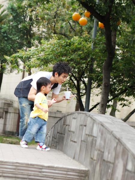 靖倫與小朋友