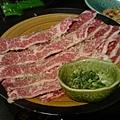 上等牛五花,稍微烤一下肉汁飽滿,一口吃下去,滿足。