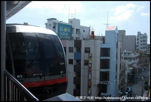 MONO RAIL 跟我們台北木柵線一樣是走天上的,連結那霸市區,很方便
