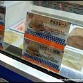 很多人推薦一定要吃Blue Seal 冰淇淋,我點了人氣的沖繩黑糖口味,但太甜,我不是很喜歡