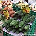 這就是沖繩苦瓜,綠色的,口感比台灣苦瓜脆