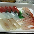 早上在漁港買的新鮮生魚片,平均分三份,早中晚各一份