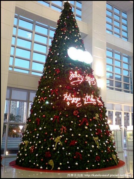 TAIPEI 101 的聖誕樹