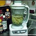 薑片放到果汁機裡打成泥