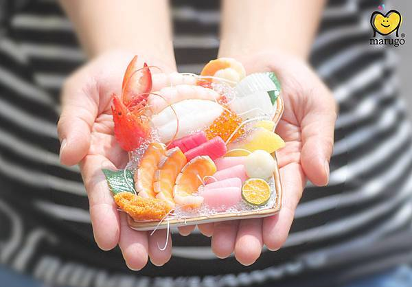 生魚片雙手.jpg