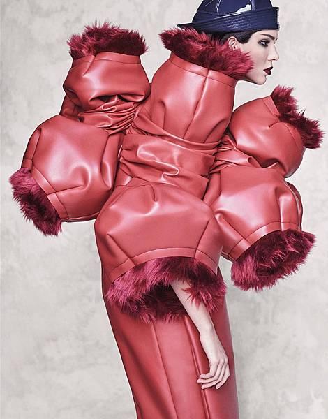 Vogue_Japan-October_2016-Kendall_Jenner-by-Luigi_and_Iango-p06.jpg