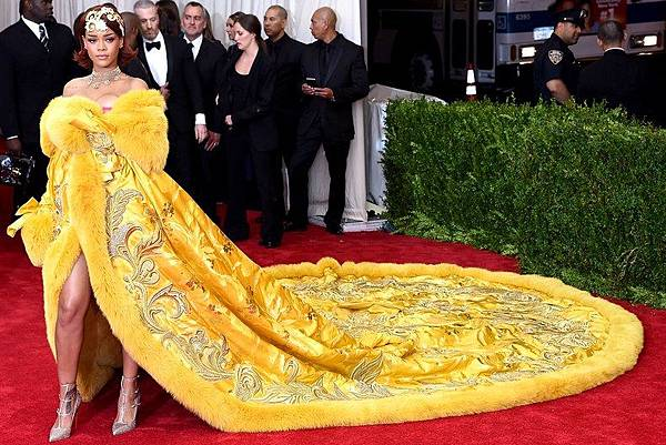 met-gala-2015-rihanna-dress-breakout.jpg