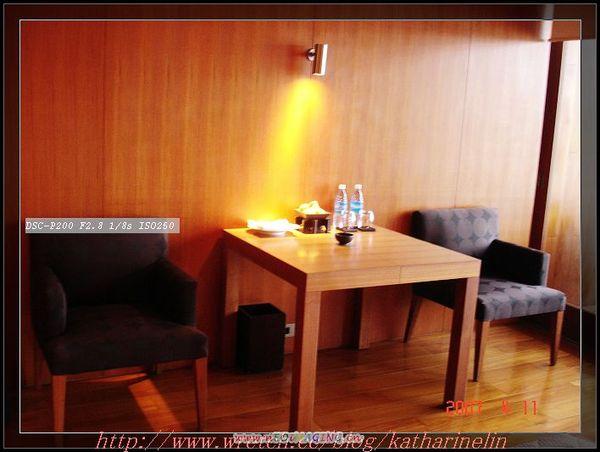 客房的邊桌.jpg
