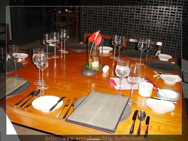 第一天晚餐@西餐廳之餐具擺設.jpg