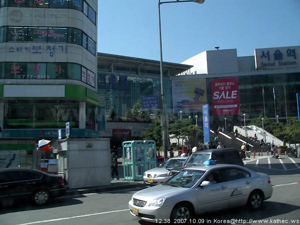 觀光巴士行經的街景 - 首爾火車站