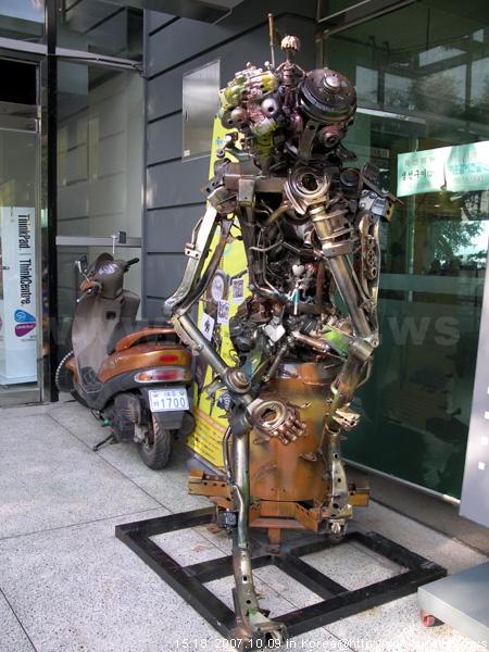 南山纜車站前 - 機器人展