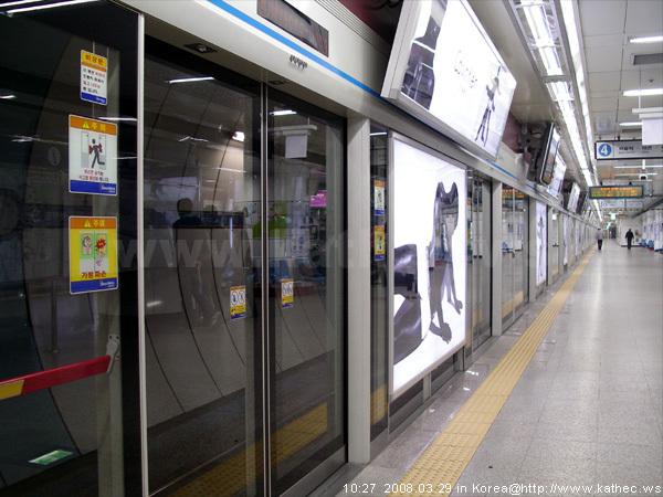 明洞站-地鐵月台