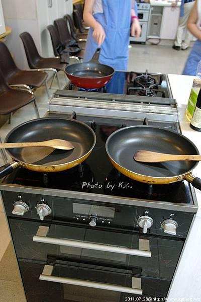 接著要使用廚具囉