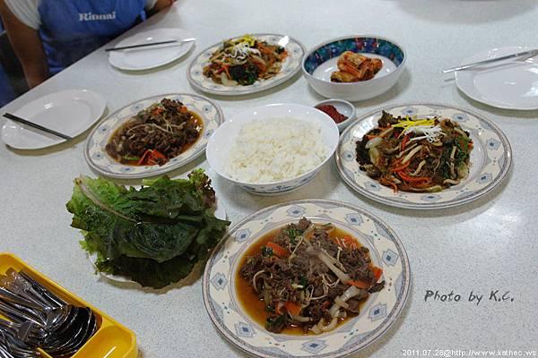 我們這一組的成品,教室還提供了白飯、生菜跟泡菜