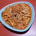 鮪魚罐頭+洋蔥+金針菇炒烏龍麵