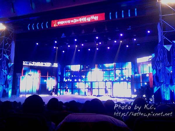 2AM表演