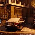 20101128/附近民家院子的樹佈滿了雪花,很有聖誕節的fu