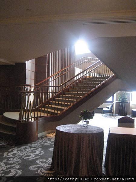入口旋轉梯
