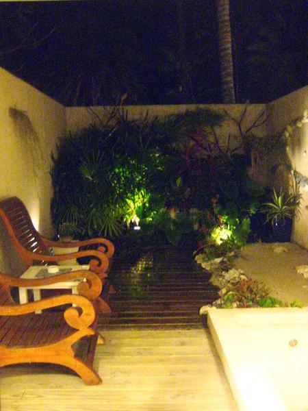 有戶外的泡湯池和花園