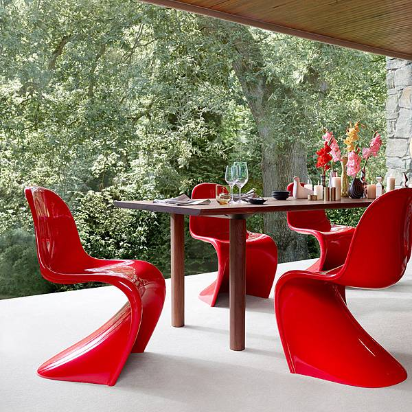 Vitra-Panton-Chair-Classic-Wood-Table-rot-Esstisch-Ambiente.jpg