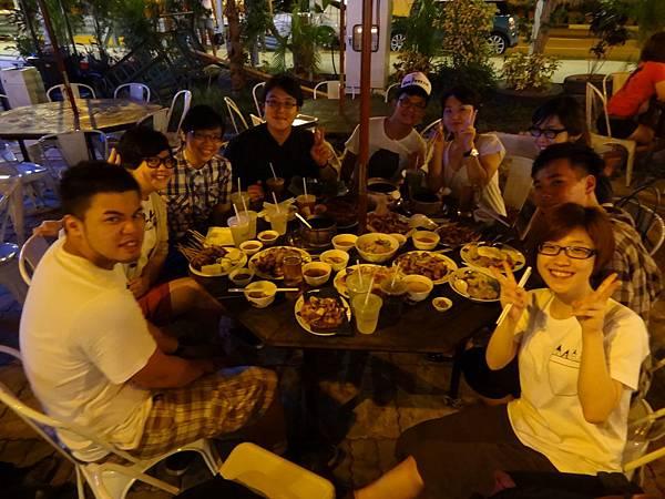 和新加坡的朋友一起去吃大排檔