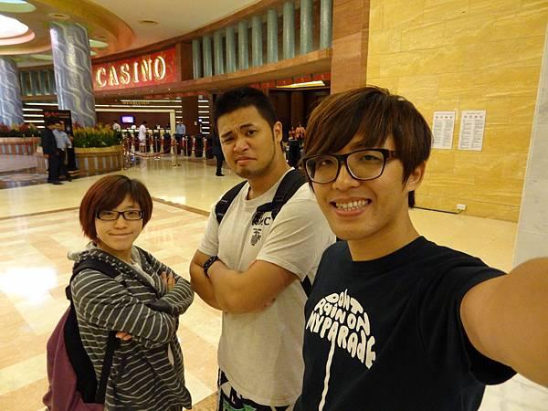 超有自信的表情,準備要賺20萬台幣回台灣!!!