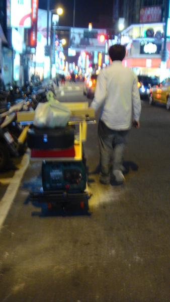 搬器材是街頭必備的