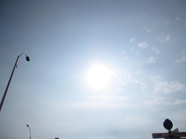 超大的太陽 by  阿班