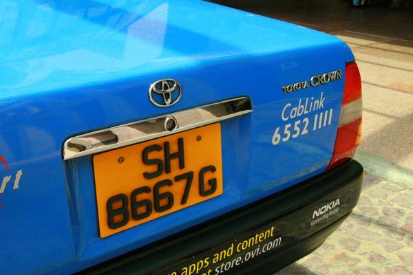 這是讓我們發怒的計程車!!!拍下車排號碼,本來要去投訴,但後來找不到投訴電話啦!!