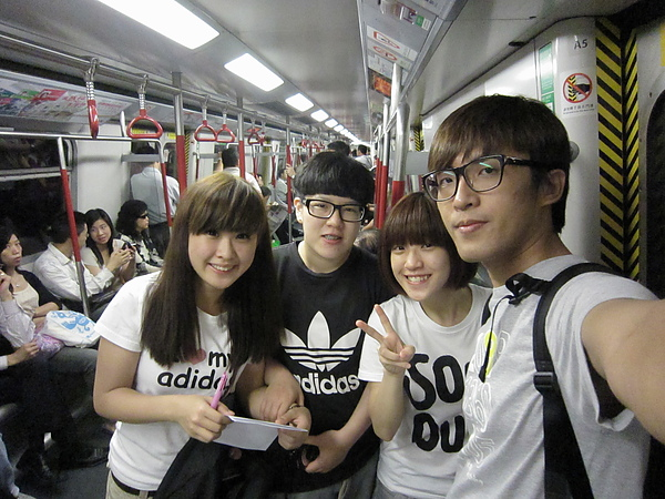 一起搭地鐵