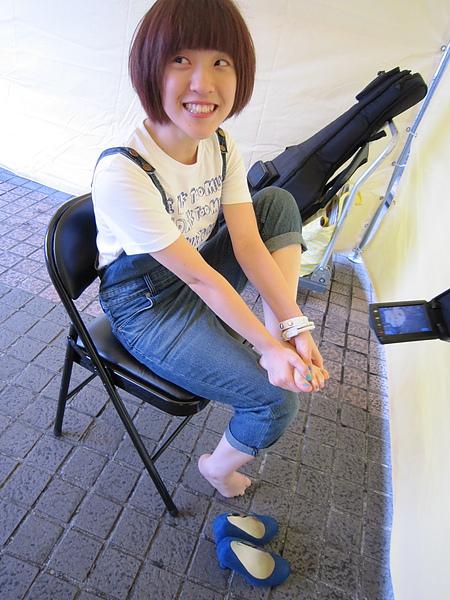 (第一次穿那麼久高跟鞋站著,腳好痛唷XD)