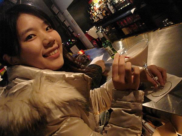 接著我們去看一場秀,看完之後在一旁的Bar喝酒