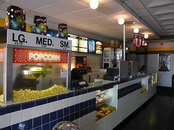 家附近有一家超小的電影院,只有三廳.JPG