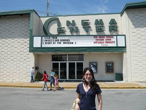 看完電影後跟電影院合照一下.JPG