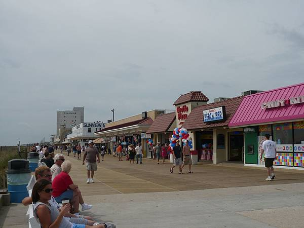以前到Rehoboth都是到outlet買東西,今天花比較多時間在海邊.JPG